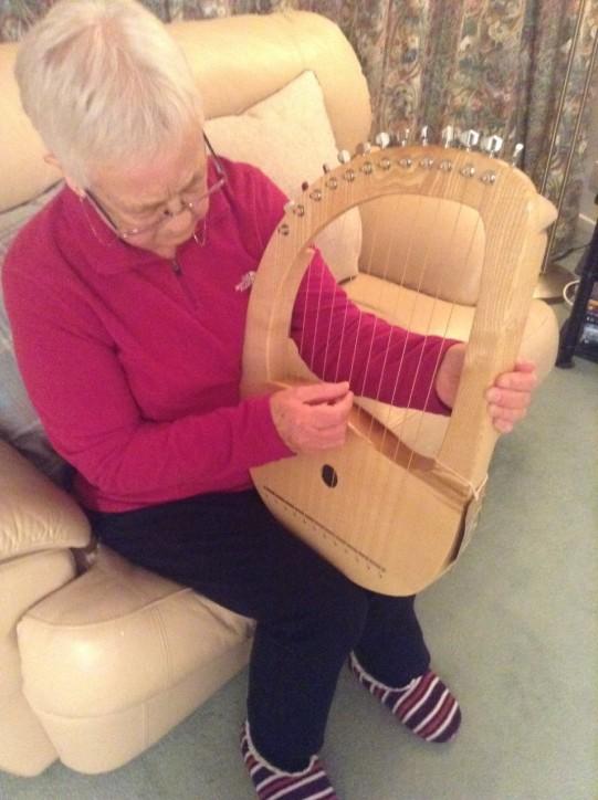 mum with lyre